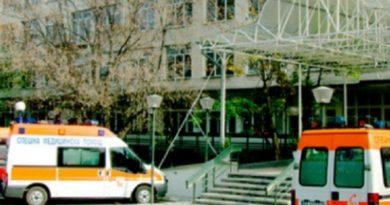 Шофьор с COVID-19 сам се закара с линейката в болница Колегата му издъхна от коронавируса в реанимацията. Следвай ме - Общество