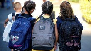 Отрасловият съвет към Министерството на образованието и науката (МОН) реши новата 2020/2021 учебна година да започне присъствено за всички класове и ученици в страната. Следвай ме - Общество