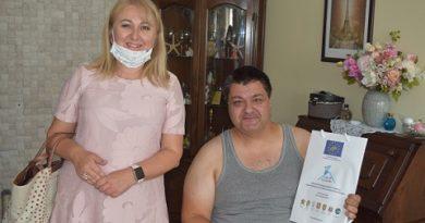 Няколко семейства в Бургас вече са оборудвани с нови отоплителни уреди на екологично гориво, които заменят старите печки на дърва и въглища. Подмяната започна, след като Община Бургас подписа договор с фирмата доставчик на техниката. Следвай ме - Общество