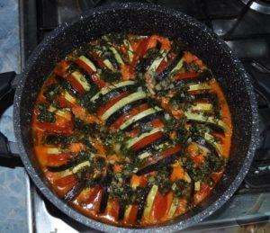 Рататуй – френското зеленчуково рагу В сезона на зелечуците повечето българи предпочитат безмесните ястия. От това не губи нито апетитът ни, тъй като те сами по себе си, са неповторими на вкус, нито организмът ни, защото се зарежда с така необходимите му витамини и минерали. Следвай ме - Гурме