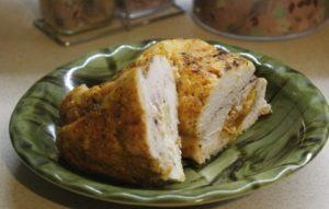 Пилешко руло със сушени кайсии и ананас. Следвай ме - Гурме