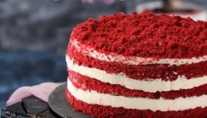 """""""Червено кадифе"""" – тортата от времето на Голямата депресия Популярната, в последно време и в България, торта """"Червено кадифе"""" е с твърде противоречиво минало. Еднозначно е само това, че тя е получила името си заради цвета на блатовете, от които е съставена. Следвай ме - Гурме"""