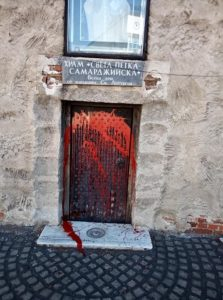 """Омазаха храм с боя и яйца Поруган е столичната черква """"Св. Петка Самарджийска"""" до ЦУМ. Следвай ме - Вяра"""