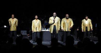 """Брус Уилямсън от """"Темптейшънс"""" почина от COVID-19 (ВИДЕО) Отиде си на 49-годишна възраст, пя в групата от 2006 до 2015 година. Следвай ме - Култура"""