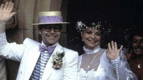 """Елтън Джон се споразумя с бившата си съпруга Елтън Джон и бившата му съпруга – германката Ренате Блауел, са постигнали споразумение в контекста на правния спор, предизвикан от автобиографичната книга на звездата и филма за живота му """"Рокетмен"""". Следвай ме - Хоби / Шоу"""