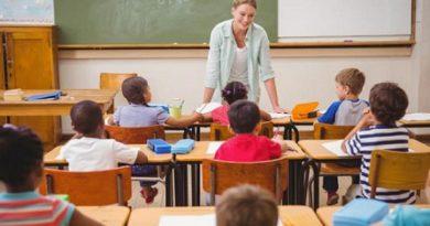 Разрешени причини за отсъствие от училище по време на COVID-19 Учениците могат да отсъстват от училище само по четири уважителни причини, припомня на директорите шефката на столичния образователен инспекторат Ваня Кастрева, позовавайки се на Наредбата за приобщаващото образование. Следвай ме - Общество
