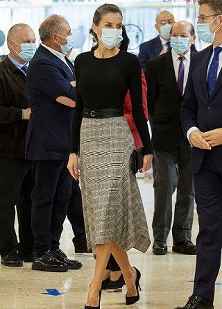 Стилът на Летисия - есенният тренд при полите Испанската кралица винаги блести с безупречния си вкус. Следвай ме - Стил