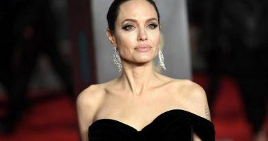 Анджелина Джоли режисира филм за военния фотограф Дон МакКълин. Следвай м - Култура