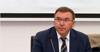 Здравният министър проф. Костадин Ангелов посочи какви нови мерки ще бъдат предприети за ограничаване на КОВИД-пандемията. Следвай ме - Общество / Здраве
