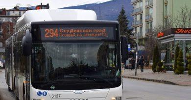 Градският транспорт в София с ново разписание заради COVID-19 Въвеждането на по-строгите противоепидемични мерки от 27 ноември тази година ще доведе до намаляване на пътникопотока в обществения транспорт на Столичната община, съобщиха оттам. Следвай ме - Общество
