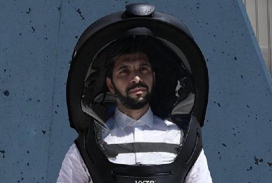 Канадец изобрети шлем срещу КОВИД-19 Предпазното средство е със забрало като на рицарите, има и вентилатор. Следвай ме - Хоби / Шоу