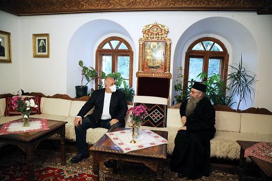 """Премиерът Борисов в Рилския манастир """"Благодаря на църквата, която ни помага в кампанията за ваксинирането срещу COVID-19"""", заяви министър - председателят. Следвай ме - Общество"""