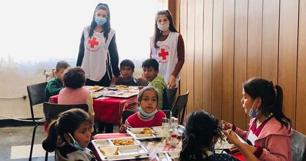 """БЧК предоставя образователни комплекти на деца Инициативата e част от дългогодишната програма """"Топъл обяд"""" и от програма """"Дейности в отговор на COVID-19"""" Следвай ме - Общество"""