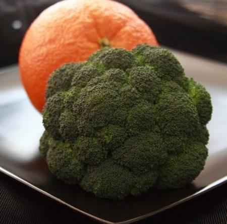 """""""Менюто ви трябва да включва богатите на витамин С броколи, касис, портокали. Богатите на цинк скариди, консервиран боб, варени яйца и добавки с витамин D - до 50 микрограма на ден. Спазването на подобно меню ускорява възстановяването от COVID-19 и съкращава периода на рехабилитация. Следвай ме - Здраве"""