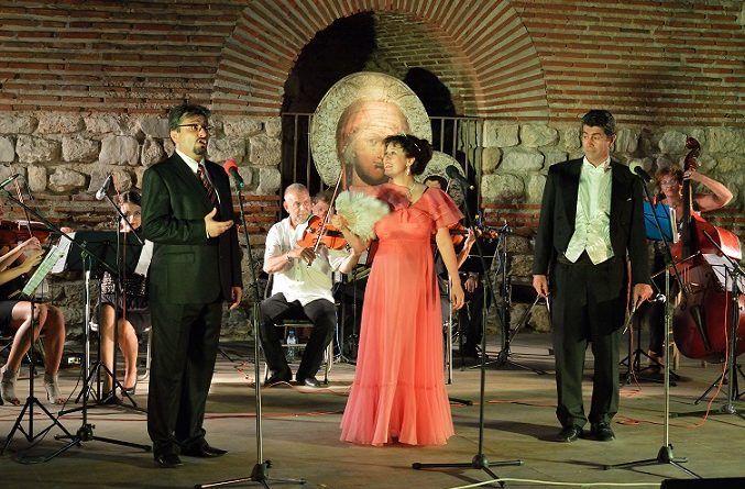"""""""Чардаш, вино и любов"""" зареждат с настроение във вторник На 2-ри март, от 19.00 часа, в залата на Бургаската опера ще звучат шедьоври от оперно-оперетната класика Следвай ме - Култура"""
