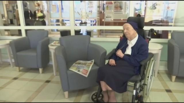 117-годишна пребори COVID-19 без да разбере Монахинята сестра Андре е най-възрастната европейка. Следвай ме - Общество