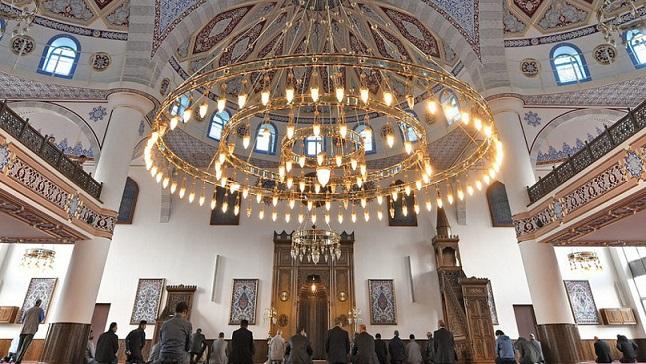 Уроците по ислям в програмата на баварските училища От следващата учебна година те ще навлязат в 350 училища в германската провинция. Следвай ме - Вяра / Общество