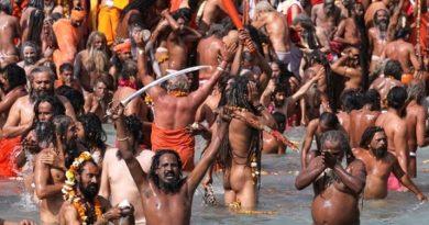 Десетки хиляди хиндуисти се изкъпаха в Ганг (ФОТОГАЛЕРИЯ) Вярват, че така ще се очистят от греховете и ще получат здраве