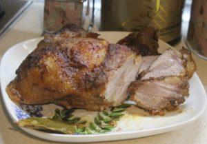 Свинска плешка с лимон и вино Може да се поднесе както като топло ястие, така и като студено мезе Следвай ме - Гурме