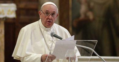 Папа Франциск с ревизия на каноничното право Отлъчват се духовници, които ръкополагат жени Следвай ме - Вяра / Общество