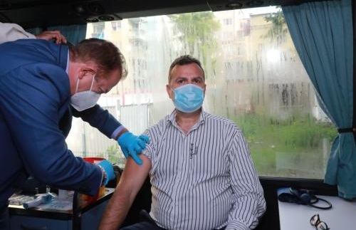 И днес ваксипунктове в три МОЛ-а в София 41 диагностицирани с коронавирус за денонощие при 8438 теста Следвай ме - Здраве