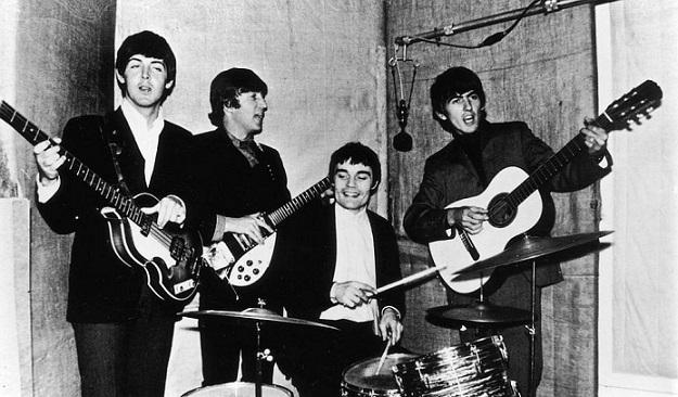 """Любопитни факти за """"The Beatles"""" (ВИДЕО) Момчетата от Ливърпул, които бяха отличени от кралица Елизабет II с Ордена на Британската империя Следвай ме - Култура"""