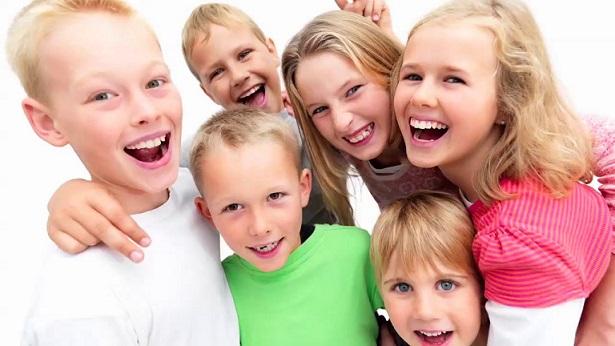 Как да възпитаме децата, за да имат самочувствие Децата със здраво самочувствие са по-уверени и по-лесно се справят с предизвикателствата, пред които се изправят. Следвай ме - У дома